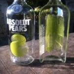 Botellas de vidrio cortadas a la mitad